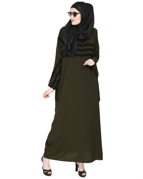 Sporty Kaftan With Black Detailing