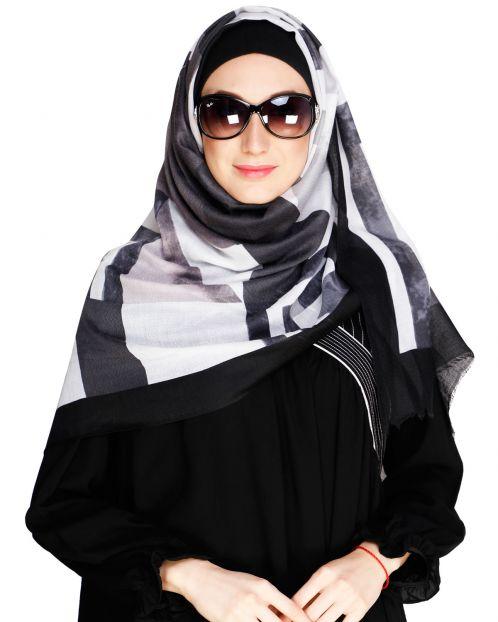 Graphic Pattern Black Hijab